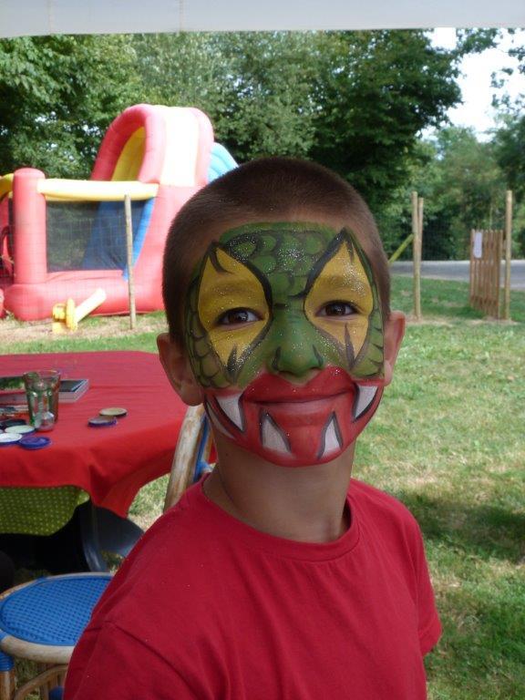 petit camping familial avec maquillage pour les enfants